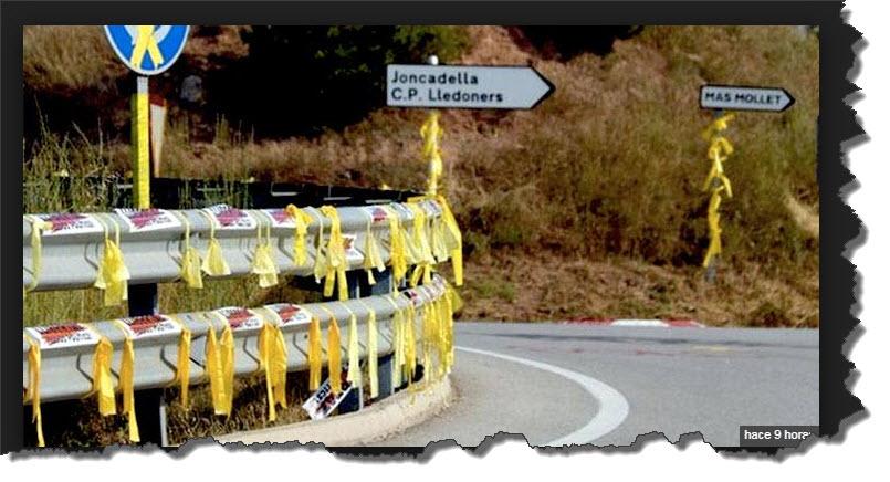 Lazos amarillos cubriendo señalizaciones viarias